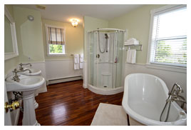 Chester Vacation House - Master Bathroom