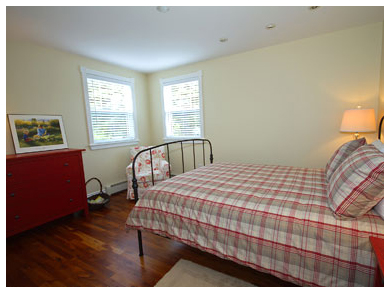 Chester Vacation House - Red Bedroom